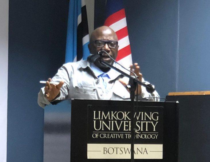 Nigerian investigative journalist drills Botswana media students